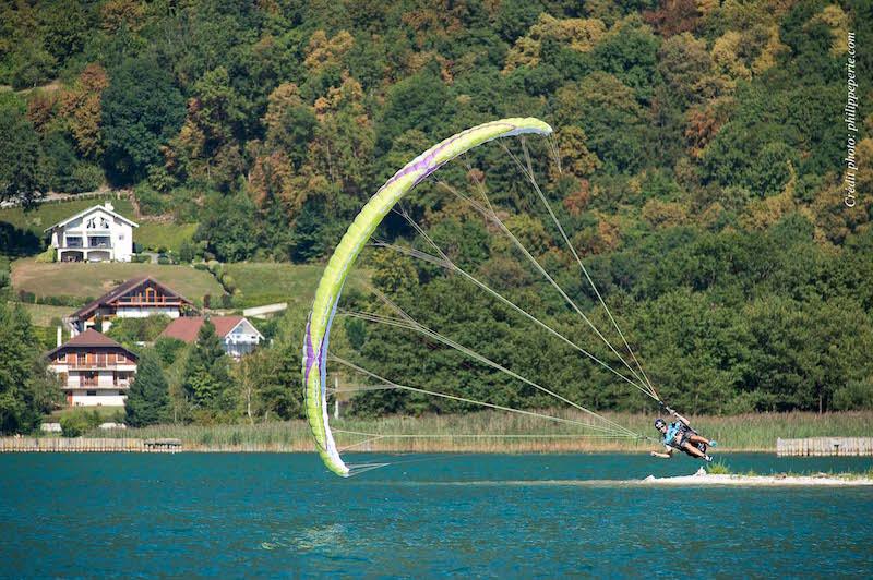 Annecy, le 1er septembre 2016, Championnat du Monde de parapente acrobatique. Pilote: François Ragolski, Photographe: www.philippeperie.com